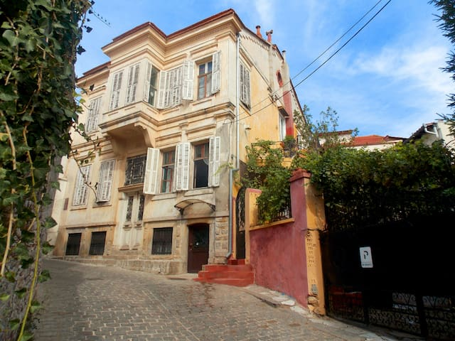 Imposing 1896 mansion, in the heart of the city !! - Xanthi