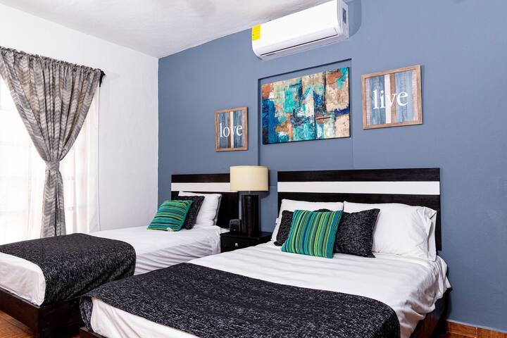 Habitación 2 (2 camas): 1 cama de matrimonio y una cama individual
