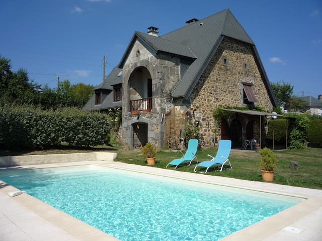 B&B La Maison de Chablat, (room for 1 to 3 pers) - Saint-Martin-Cantalès - Bed & Breakfast