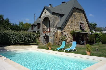 B&B La Maison de Chablat, (room for 1 to 3 pers) - Saint-Martin-Cantalès - ที่พักพร้อมอาหารเช้า
