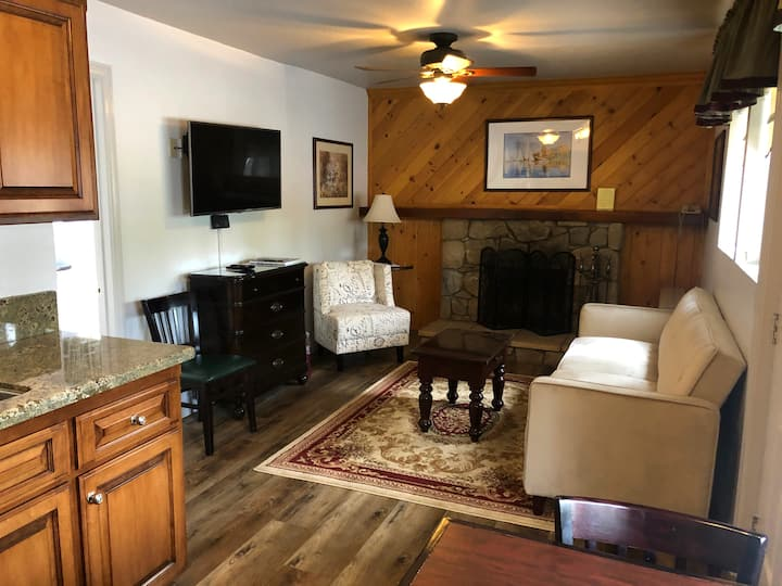 Homey Cabin Close to Local Attractions!