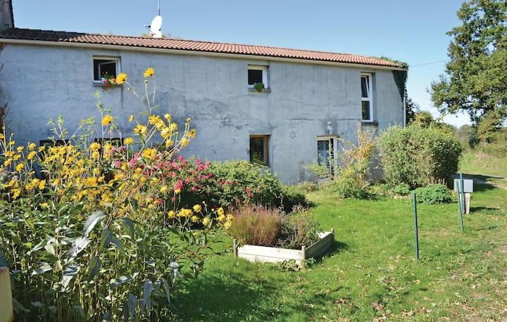Terraced house with 1 room on 49m² in St Avaugourd Des Lande