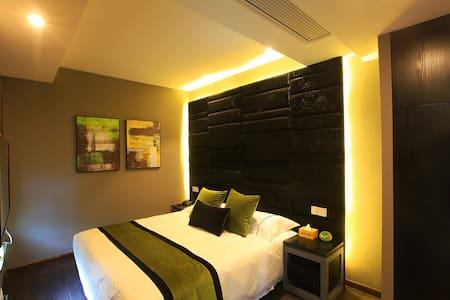 您西湖边的家临近雷峰塔、玉皇山、南屏晚钟、南山路202等梦醒1.8米大床房---西湖远近之间客栈 - Hangzhou