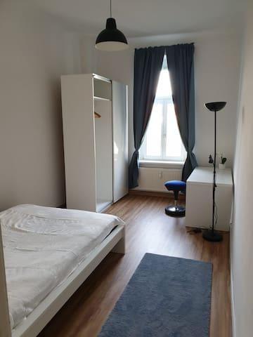 Geräumiges, helles Zimmer in Dresden