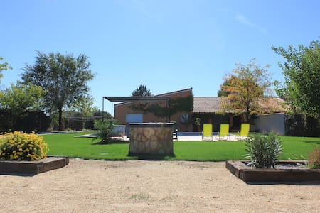Precioso Chalet con jardín, barbacoa y piscina