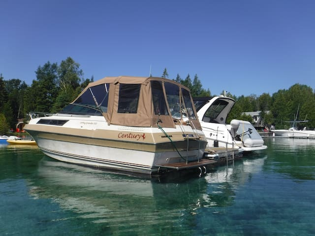 Yacht in Tobermory