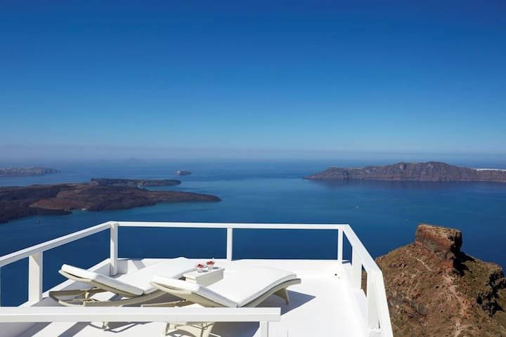 Suite with private terrace & Caldera View