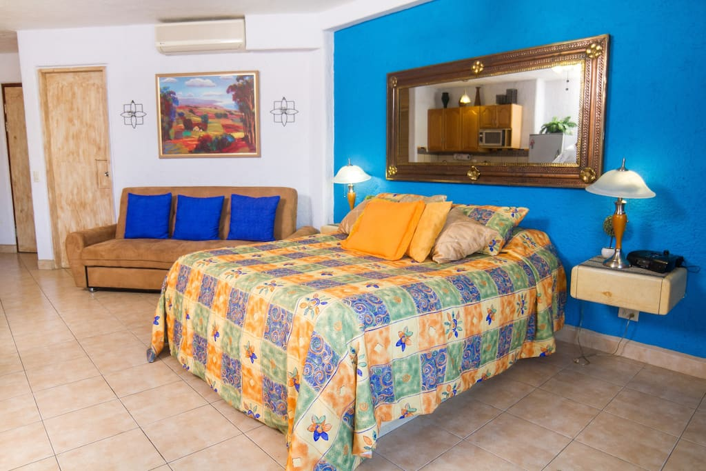 Featuring a queen size bed this condo also provides a futon for an extra person or a child.
