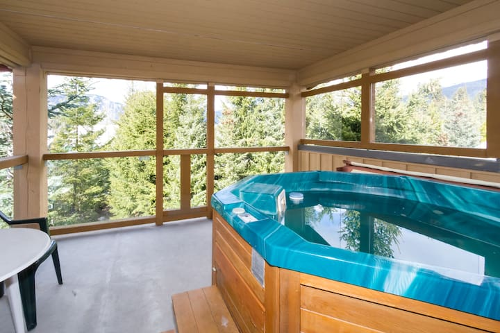 1 BR Townhome with Private Hot Tub - Whistler