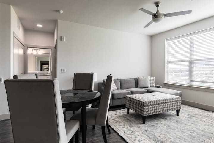 Spacious 2BR apartment- Legacy West