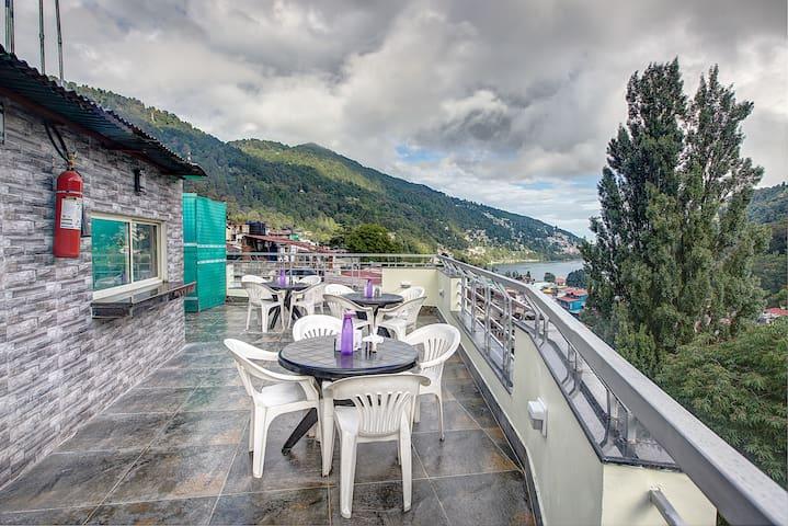 Premium Stays at Mall Road, Nainital - Nainital - Bed & Breakfast