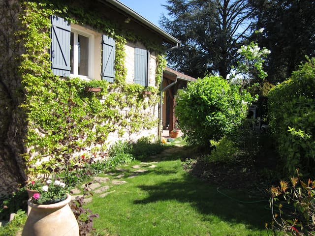 Maison de charme proche de Lyon - Sathonay-Village - Huis