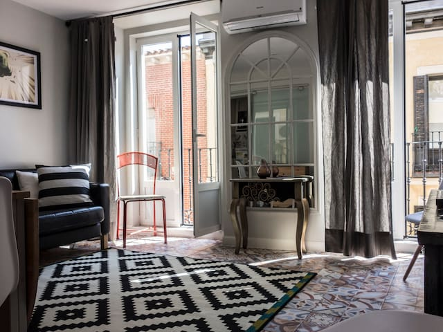 Cozy comics apartment in Madrid downtown