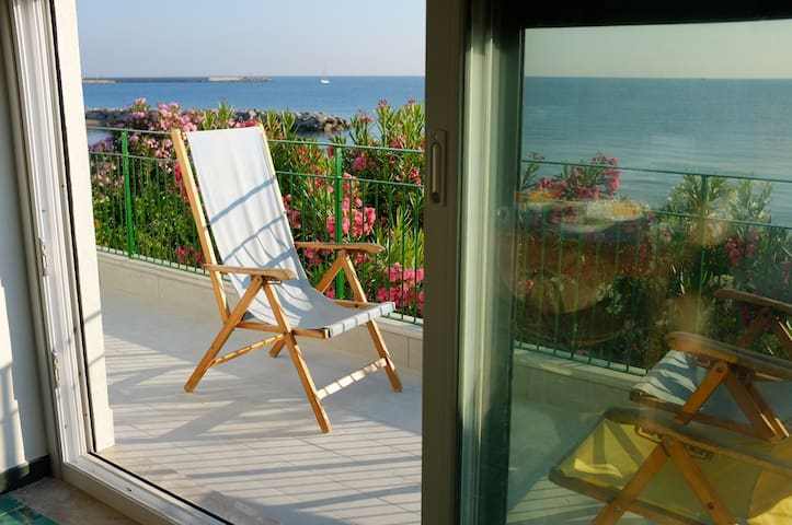HOLIDAY HOME ON THE BEACH  - San Nicola L'Arena - Villa