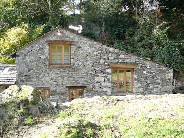 Broughton Bank Cottage in woodland - Cartmel, Grange-over-Sands - Dom