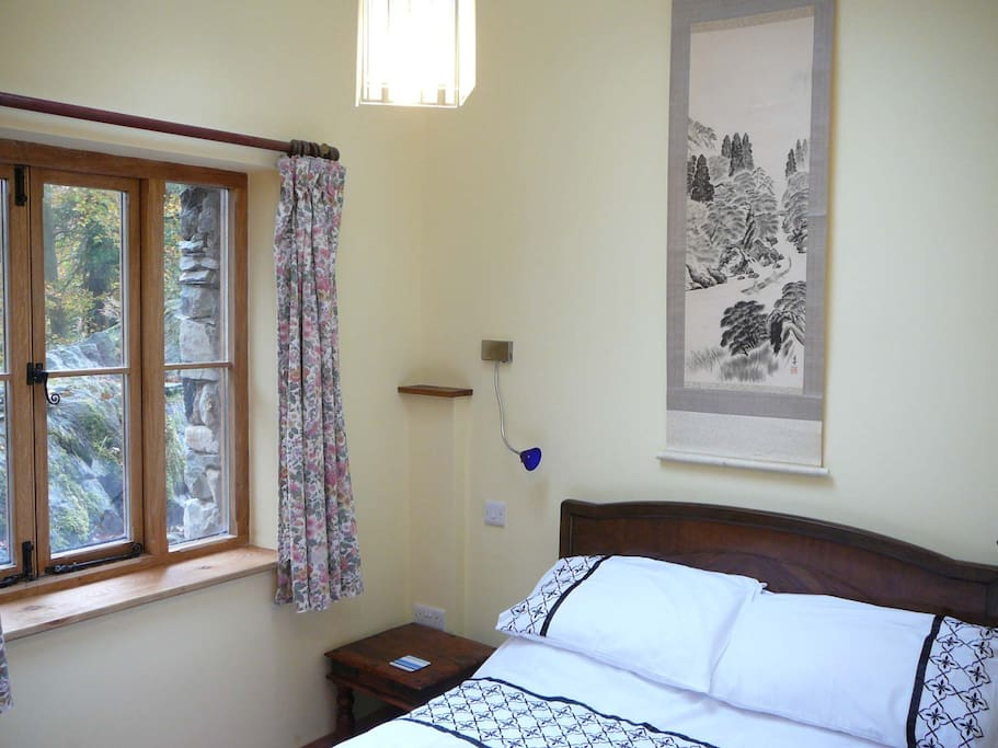 Double bedroom with views to garden