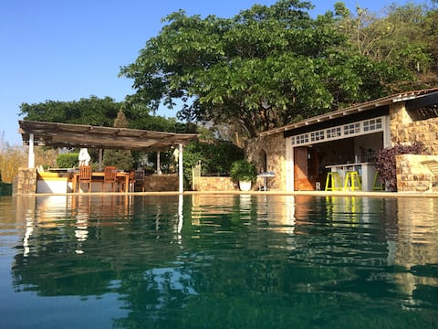 Luxury Holiday Farmhouse with Pool in Alibaug