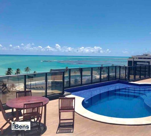 Moderno e confortável a 100 metros da praia