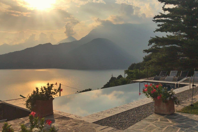 Piscina al tramonto Villa Silvi