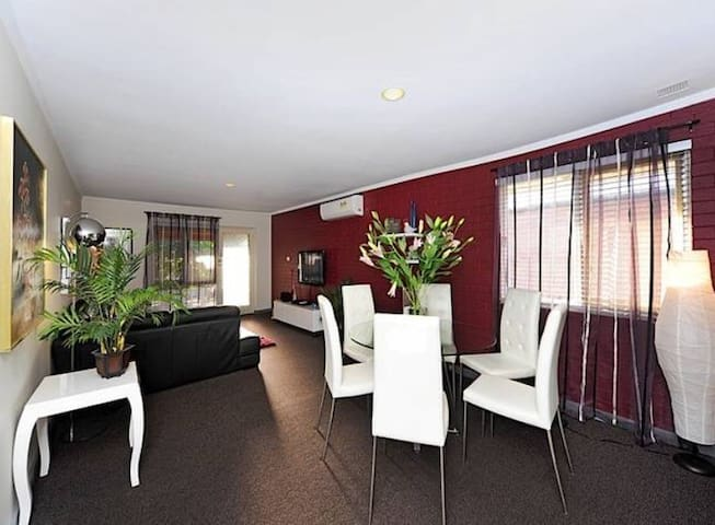 Stunning apartment in top location! 7 mins to CBD!