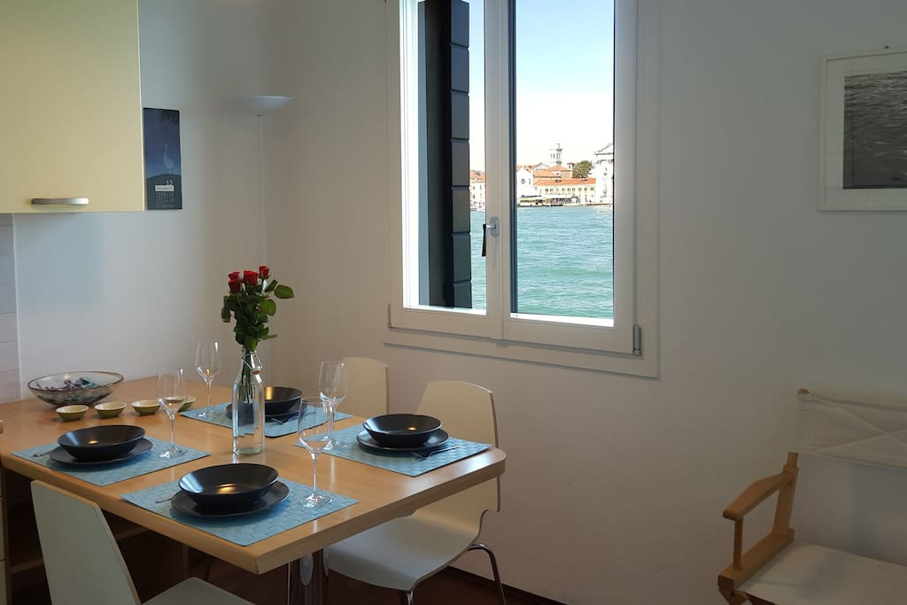 The kitchen - dining room, with the view on the Giudecca canal.