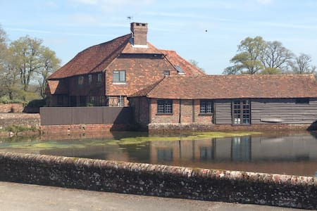 Charming Converted Surrey Barn  - Godalming - Casa