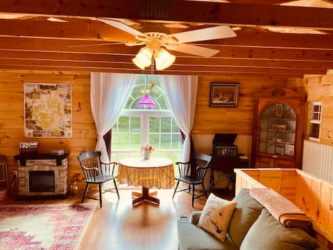 Buttercup Acres Barn-15 Min Drive to Lake George