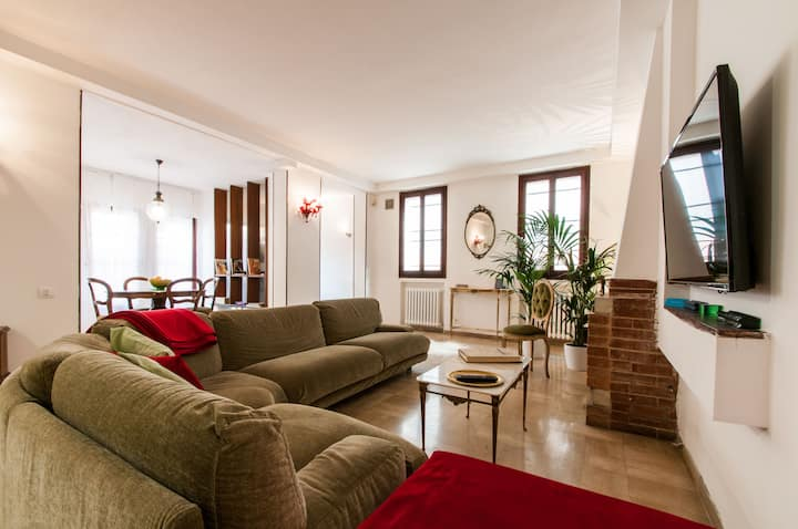 CA' DEL GELSO: GREAT VILLA IN THE CENTRE OF VENICE