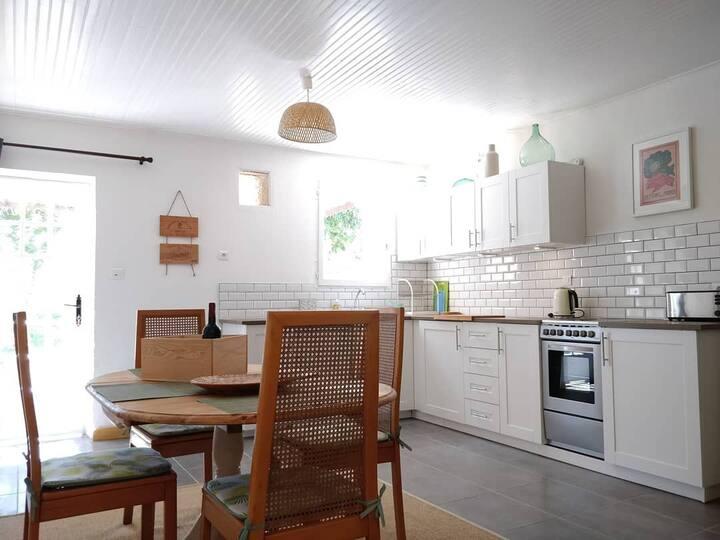 Cottages de Garrigue: Amélie. Stylish Dordogne.