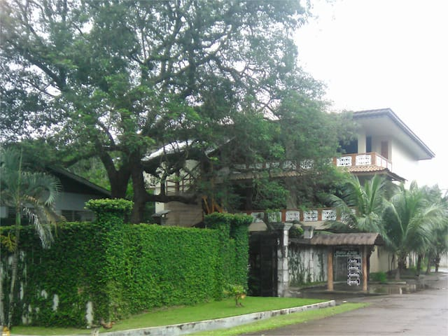 Your first sight of Mabini Lodge. Quiet and secure