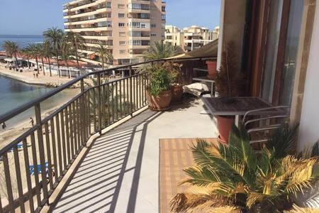 luminoso, grande y en primera linea de playa - Can Pastilla - Apartment