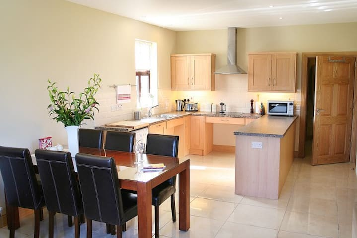 Deerpark Cottage, Convenient & Calm - Kilcullen - Casa