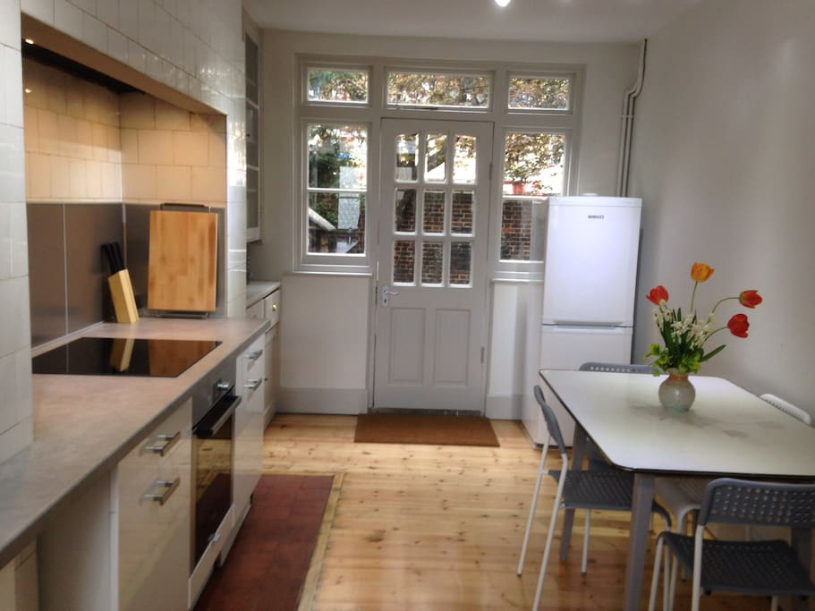 Kitchen - brand new and with top of the range appliances