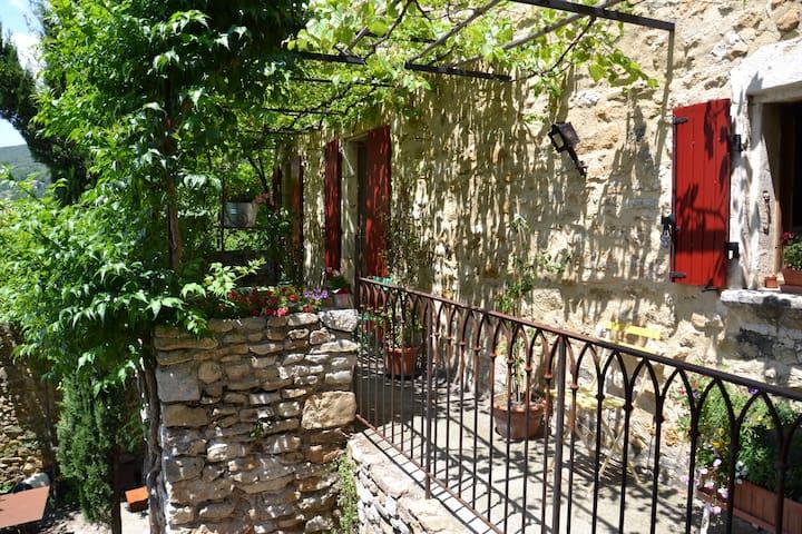 Appartement au sein de notre maison - Saint-Montan - Huoneisto