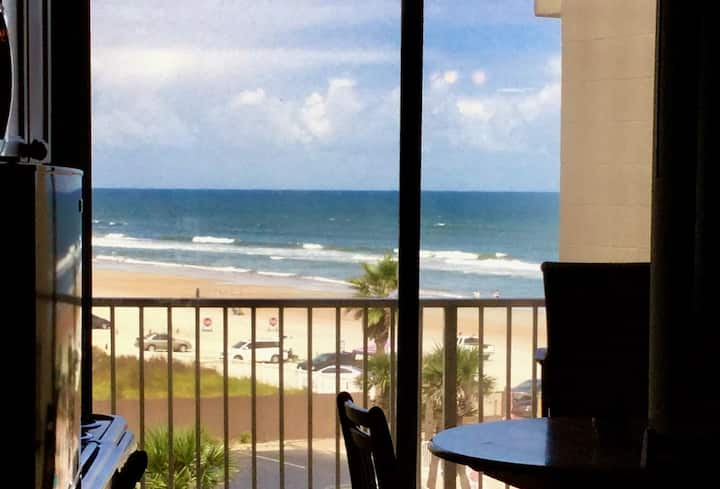 Great Ocean View/Perfect Location. Great Reviews!