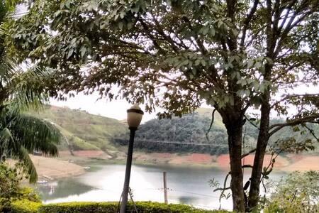 Linda casa na Represa de Igaratá