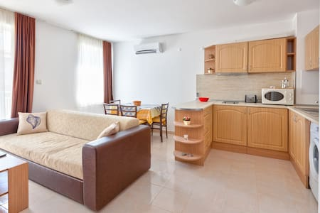 Holiday apartment 100m to beach