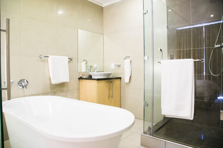 All main bedrooms come equipped with an en-suite bathroom & toilet which include , a bath tub, shower and sink.