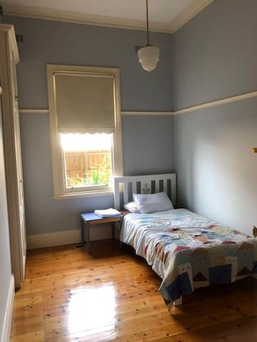 Victorian style room in friendly family near train