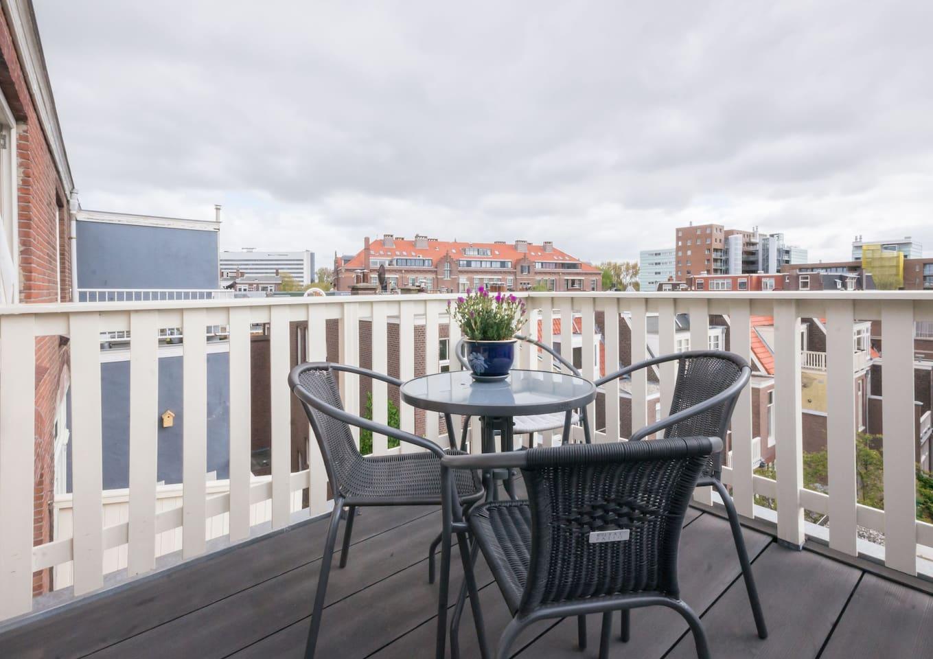 Lekker ontbijten op het balkon.