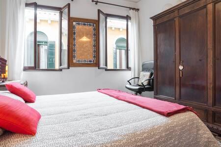 Romantic Bedroom - Venezia - Apartment