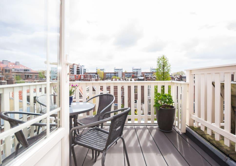 Mooi uitzicht en zonnig balkon