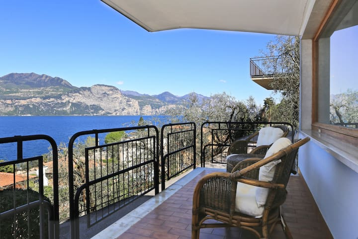 Beautiful view directly on the lake - Brenzone - Apartment