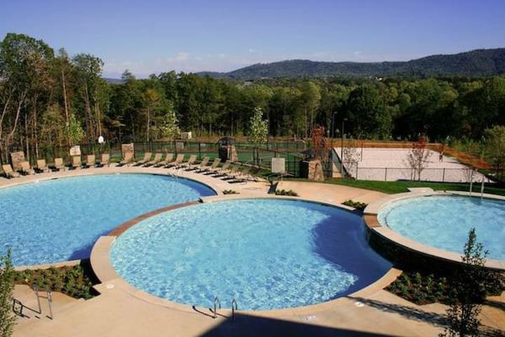 3 Bedroom/3 Bathroom Condo  - Charlottesville - Daire
