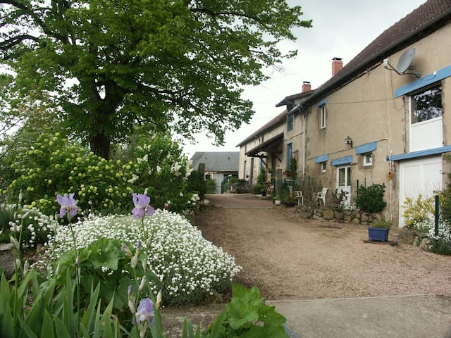 Gîte entouré par la nature, idéal pour les chiens - Montaigut - Hytte