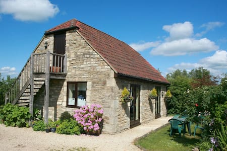 Idyllic rural barn  B&B near Bath- The Garden Room - CORSHAM