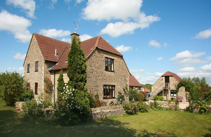 Idyllic rural barn  B&B near Bath- The Garden Room