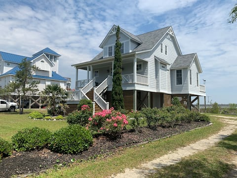 Waterfront Cottage in Outer Banks Harkers Island