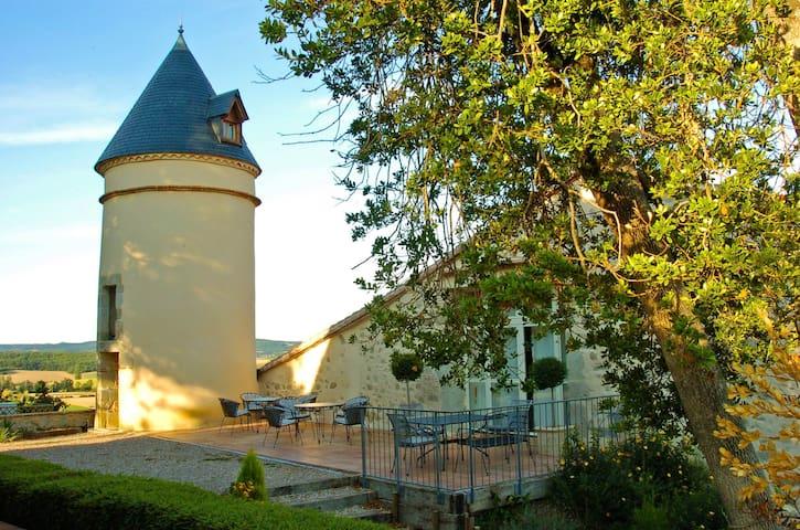Hébergement insolite: Tour de guet - Teyssode - Bed & Breakfast