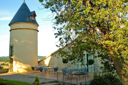 Hébergement insolite: Tour de guet - Teyssode